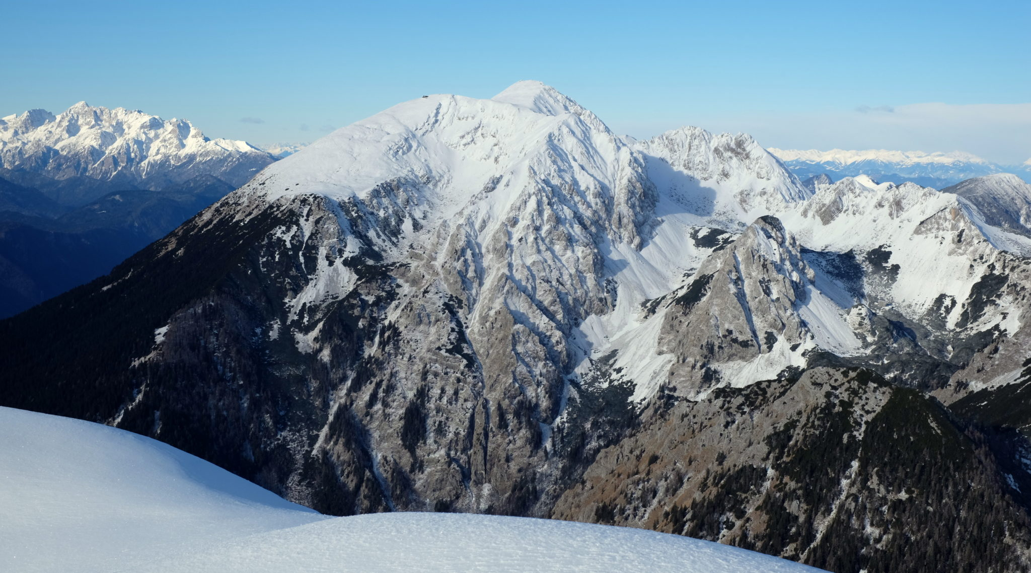 Stol (2,236 m / 7,336 ft), the highest mountain of the Karawanks, came into full view.
